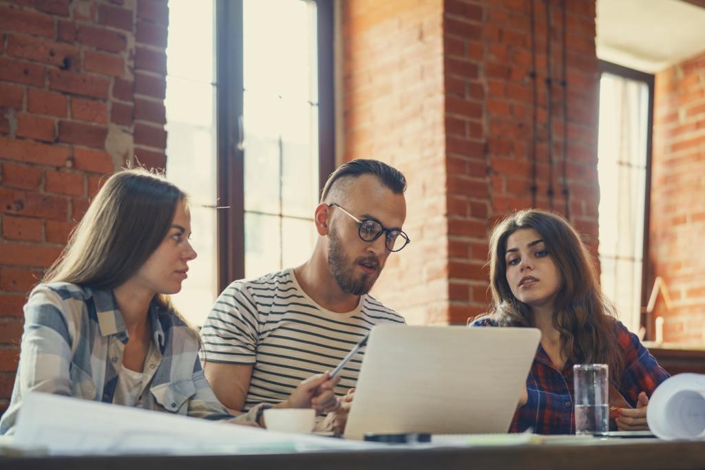 5 Punkte, die Sie in die Einführungsschulung Ihres neuen Mitarbeiters einbeziehen sollten